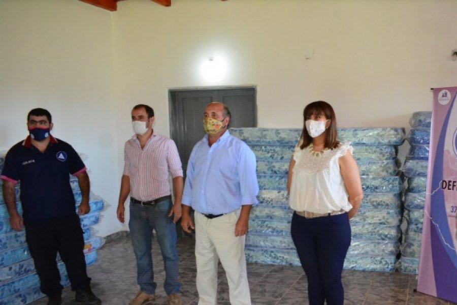 El Intendente entregó colchones para mejorar el equipamiento del albergue municipal
