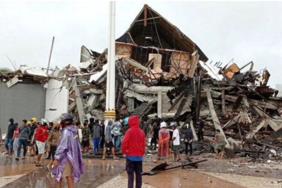 Sismo en Indonesia: Más de 30 muertos y cientos de desaparecidos