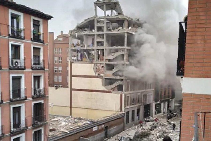 Enorme explosión destroza un edificio residencial en el centro de Madrid