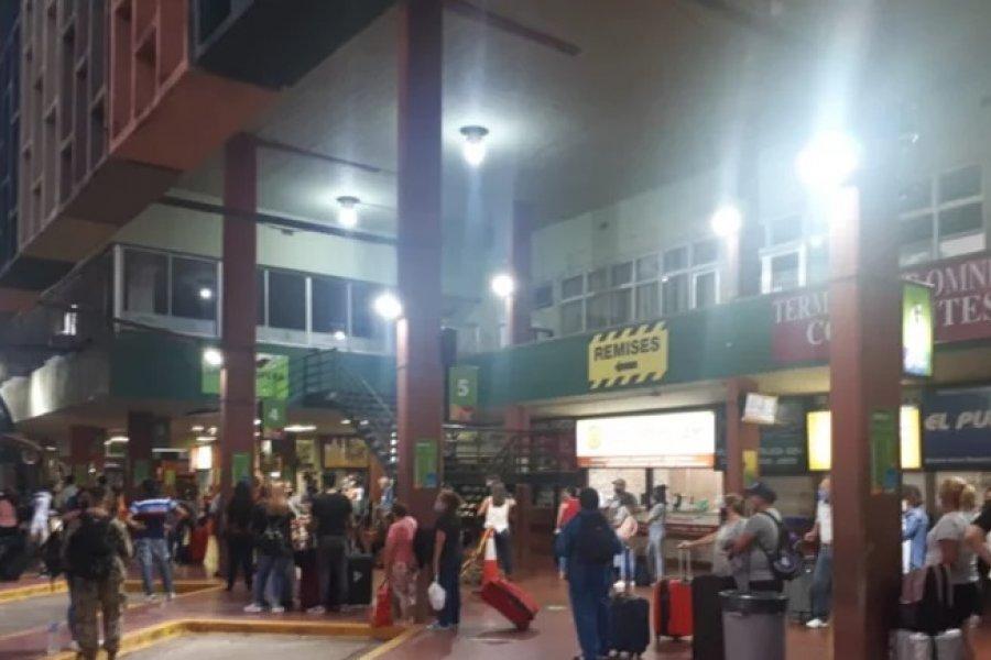 Corrientes: Recambio turístico con una terminal repleta de pasajeros