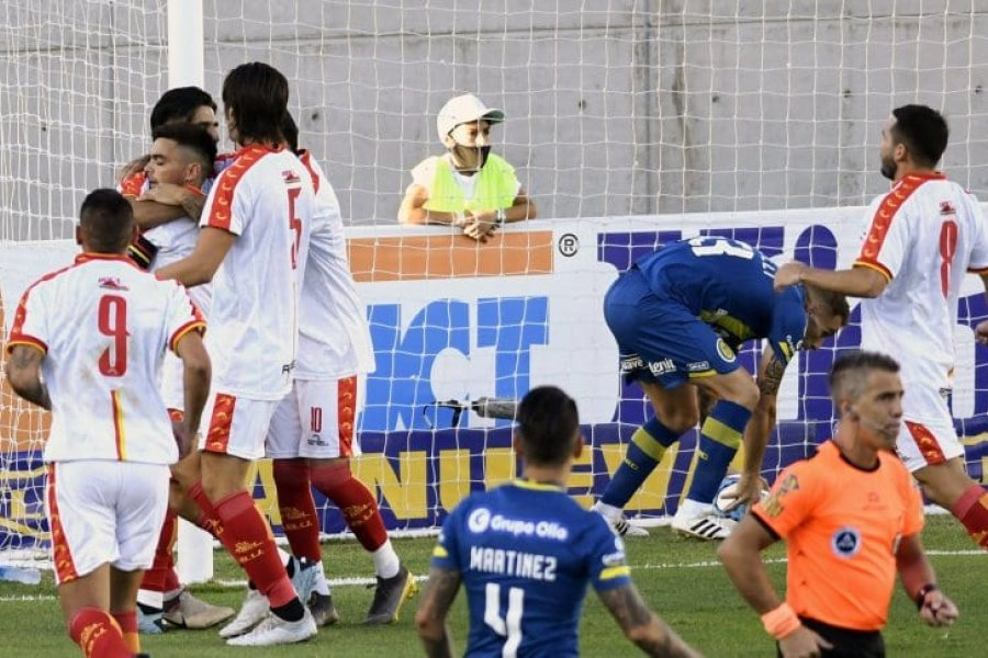 Boca Unidos dio la sorpresa y goleó a Rosario Central