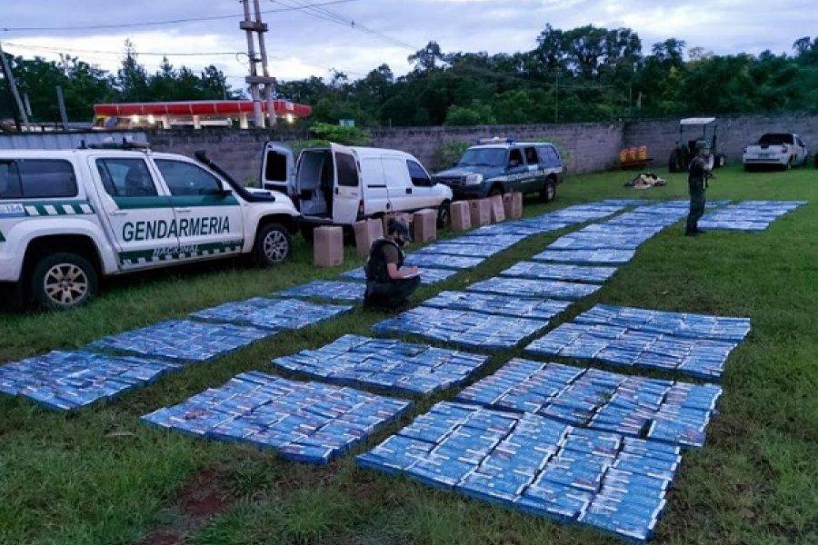 Misiones: Controlan un vehículo cargado con 19.490 atados de cigarrillos