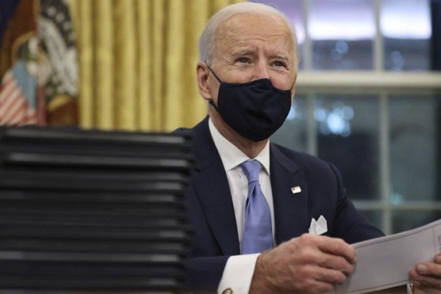 Con una nueva estrategia, Biden redobla la lucha contra el coronavirus