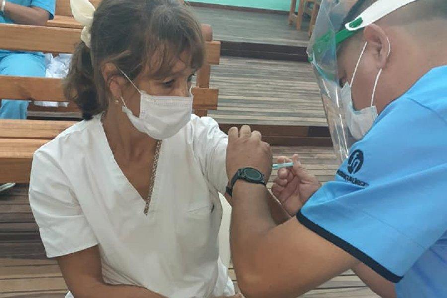 Comenzó la aplicación de la segunda dosis al personal de salud en el interior