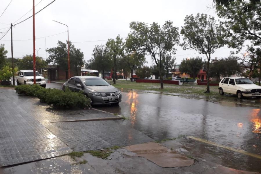 Imágenes de la tormenta al amanecer en la Capital provincial