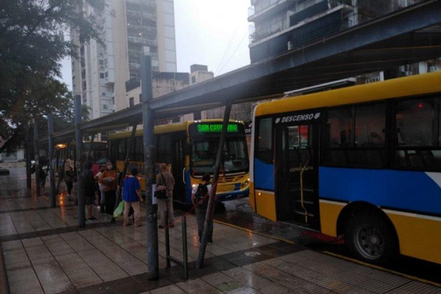 El servicio urbano de colectivos se interrumpió por las lluvias