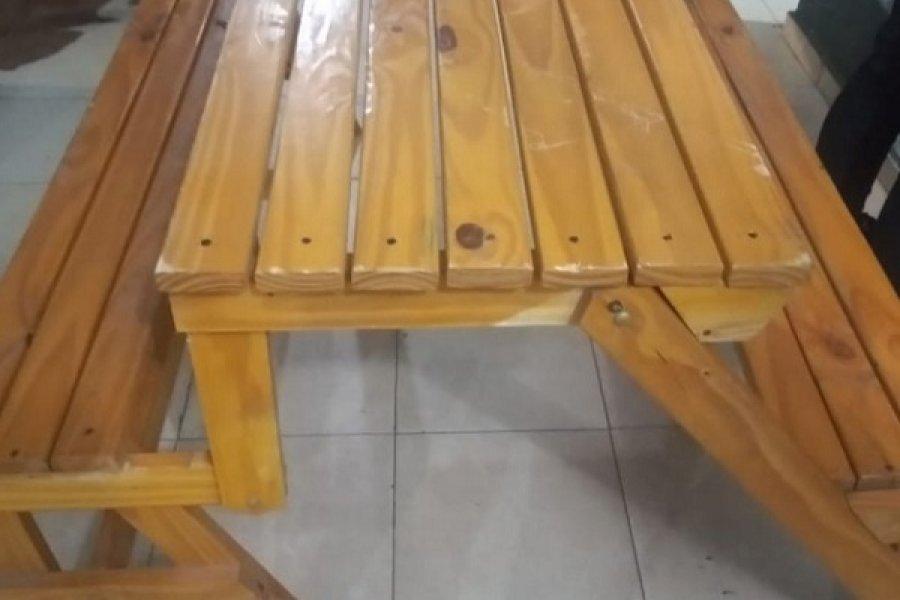 Robó una mesa plegable de madera y fue detenido