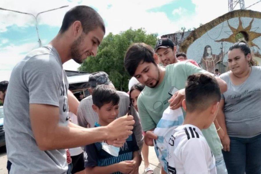Futbolista correntino fue recibido en caravana en su ciudad natal