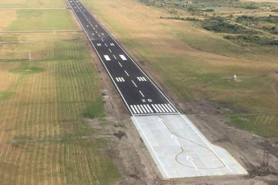 Gastos oficiales: Más de $9 millones para cortar pasto en el aeropuerto de Corrientes