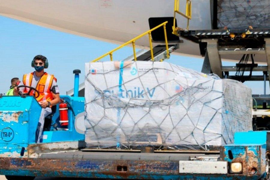 Bolivia recibe sus primeras dosis de la vacuna Sputnik V: Llegarán en el avión de Aerolíneas Argentinas