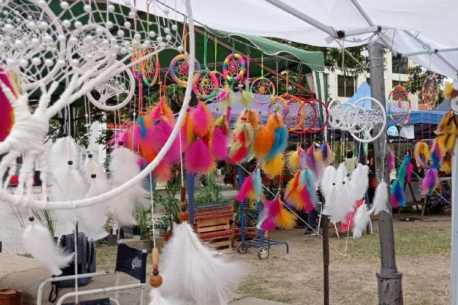 La Feria de Artesanos estará este viernes en la plaza Cabral