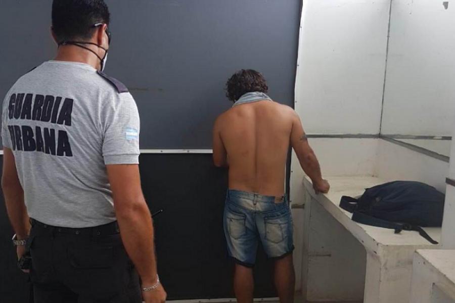 Corrientes: Atrapado con bochitas de estupefaciente en playa Arazaty