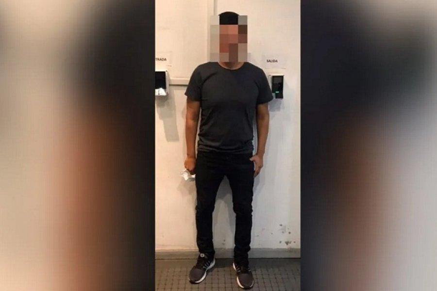 Le colocaron una tobillera electrónica al hombre que violó a la joven venezolana
