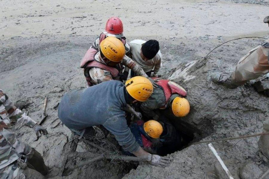 Himalaya: Al menos 9 muertos y unos 150 desaparecidos tras una avalancha