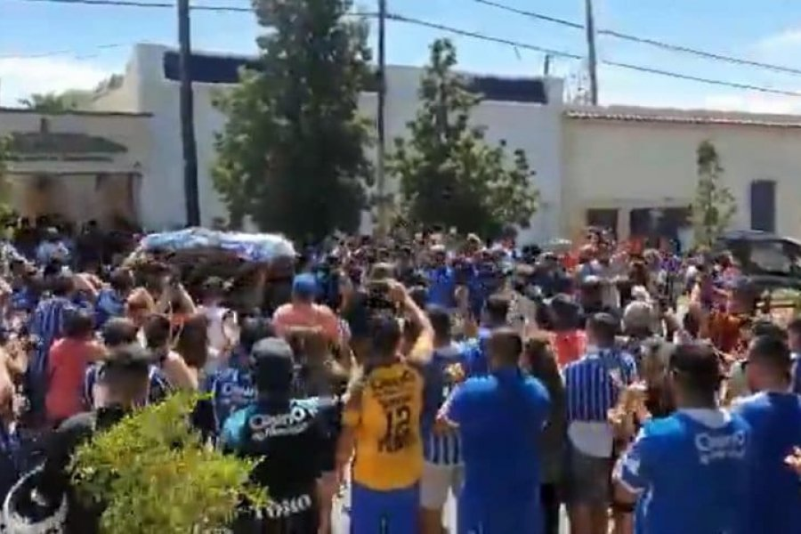 El emotivo último adiós al Morro García, con la bandera de Uruguay y una camiseta de Godoy Cruz