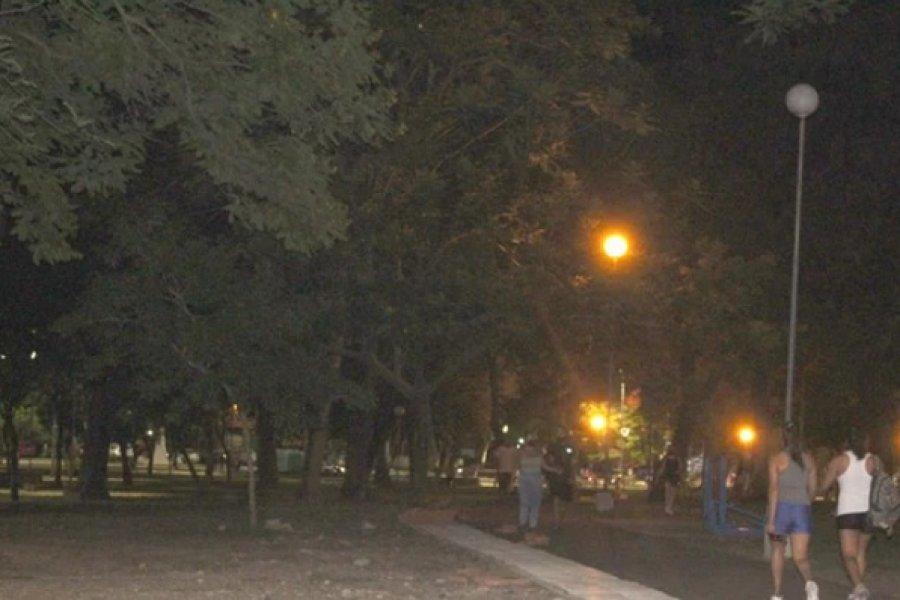 El parque Mitre sigue a oscuras
