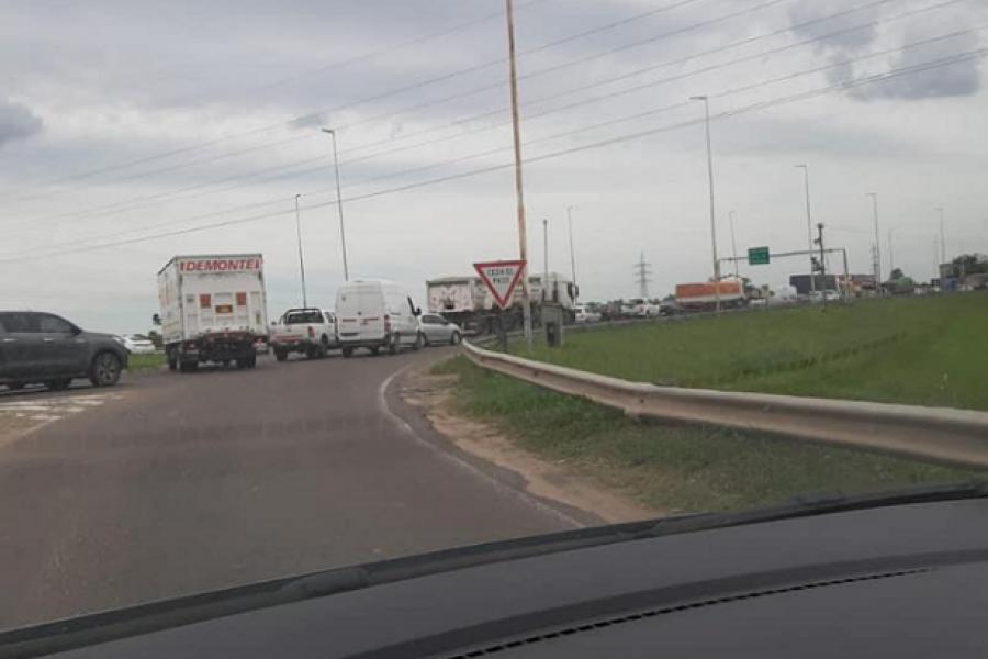 Otro fin de semana de colapso sobre el Puente Manuel Belgrano