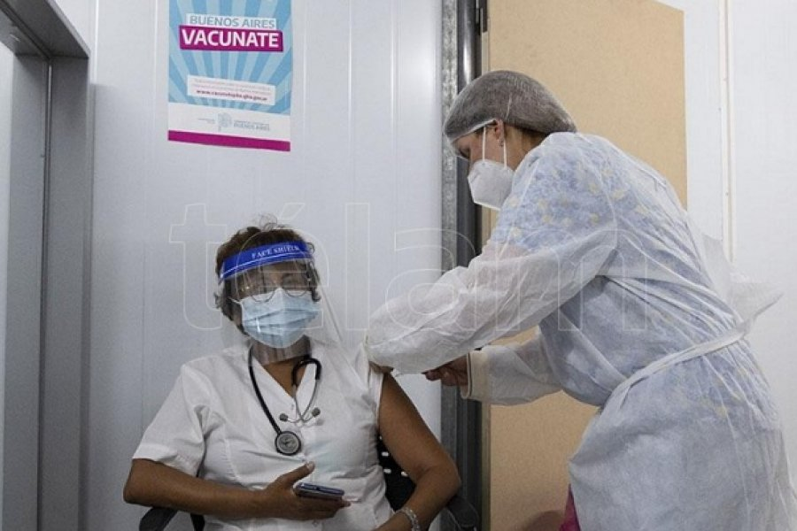 Comienzan a vacunar a los mayores de 70 años en la provincia de Buenos Aires