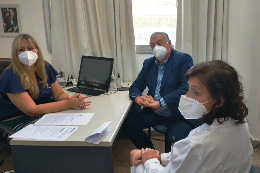 Cassani entregó proyecto de Ley Oncopediátrica a profesionales del Hospital Juan Pablo II