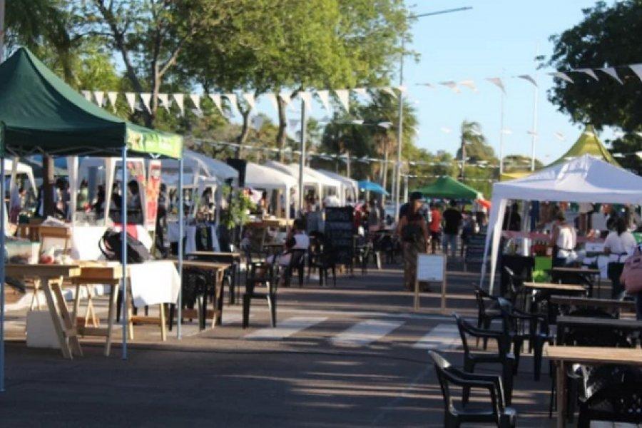 Artesanos y emprendedores en la costanera durante el fin de semana