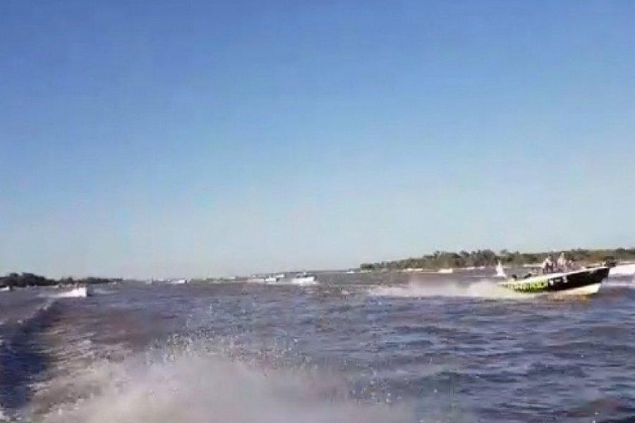 Esquina: 199 embarcaciones partieron para participar de la Fiesta del Pacú