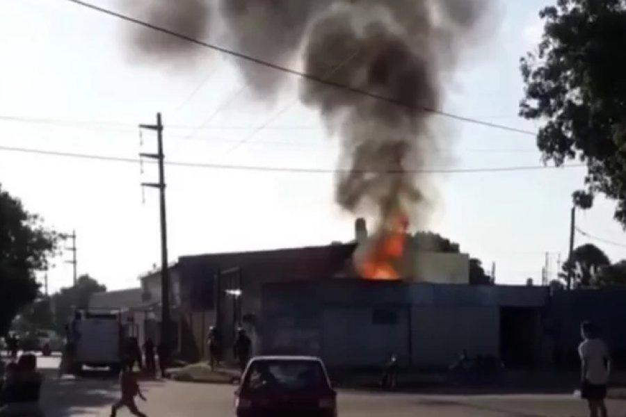 Voraz incendio en un verdulería de Capital