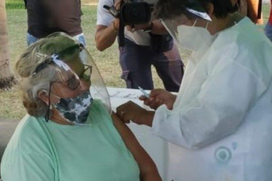 Primera vacunada en plaza Cabral: Es un alivio que nos trae para esta pandemia