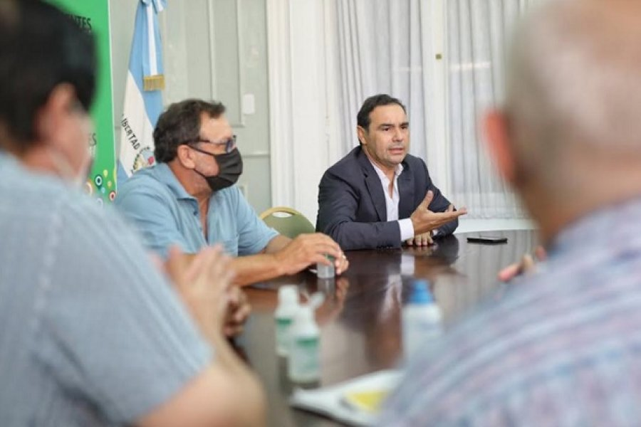 Gustavo Valdés con otra señal al peronismo recibió a la CGT