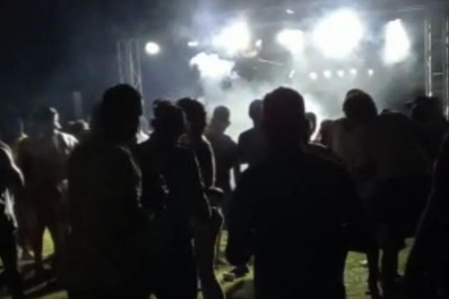 Relajamiento en Pandemia: Multitudinaria fiesta en balneario mercedeño