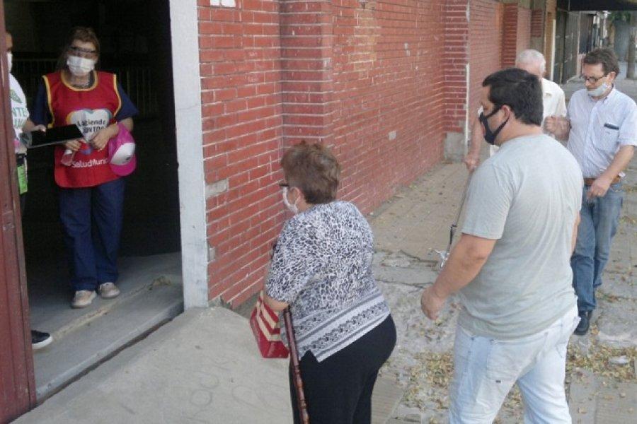Segundo día de vacunación a mayores de 65 años en Corrientes