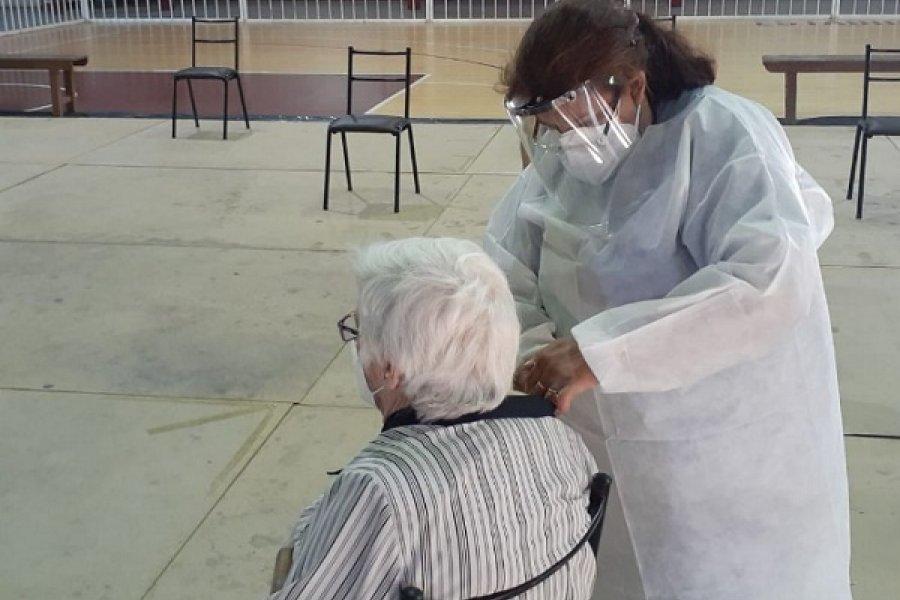 Continúa la vacunación para mayores de 65 años en Corrientes