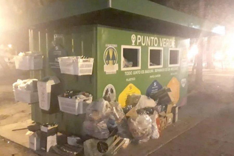 Quejas por el colapso del punto verde de la plaza Libertad