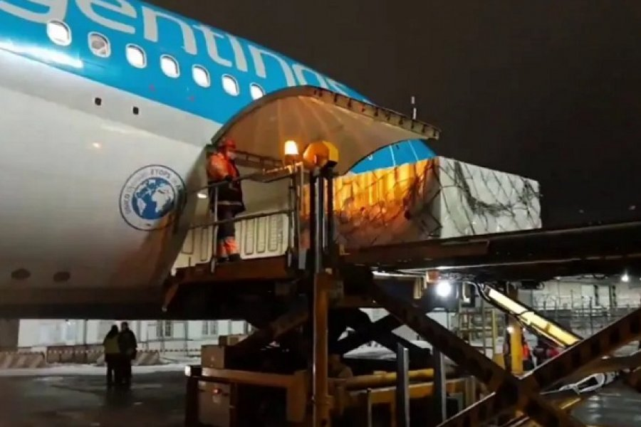 Parten dos vuelos de Aerolíneas a buscar más dosis de la vacuna Sputnik V a Rusia