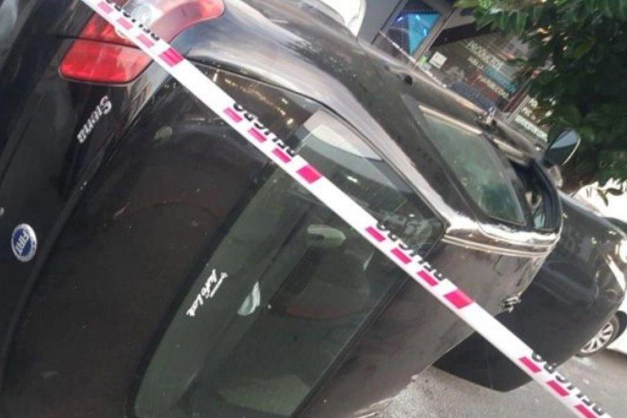 Una mujer chocó tres autos, volcó y mordió a policías