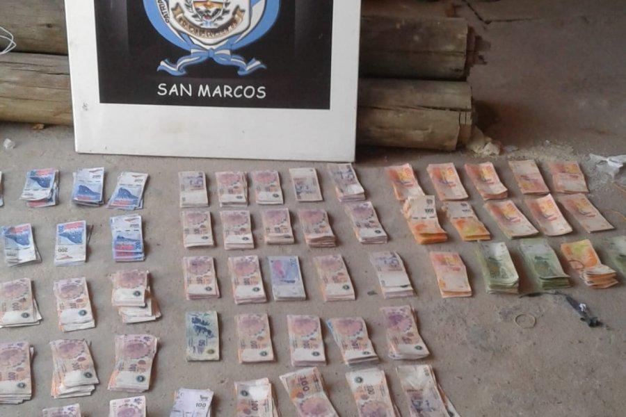 Tras un allanamiento detuvieron a dos personas con cocaína y $200.000