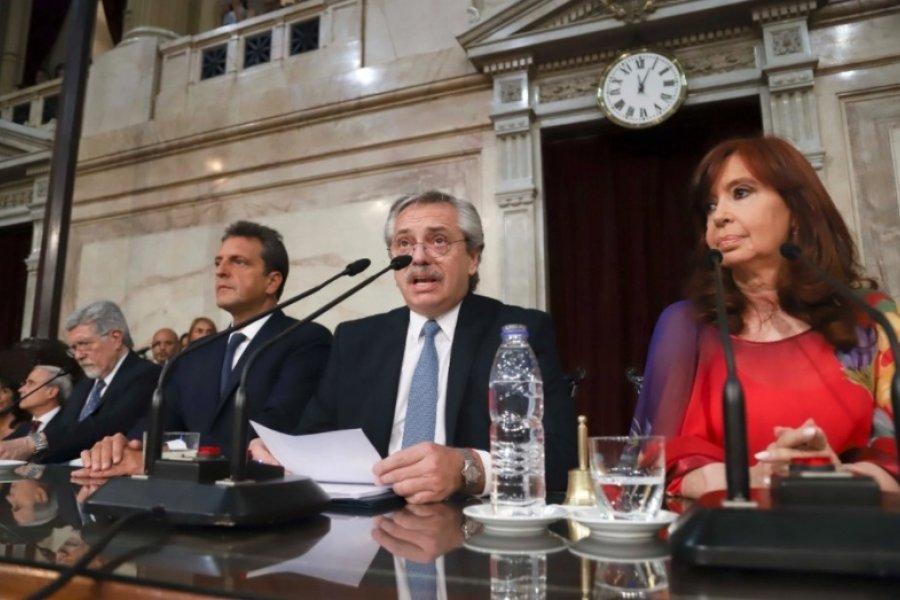 Alberto Fernández le da el toque final a su discurso en la Asamblea Legislativa