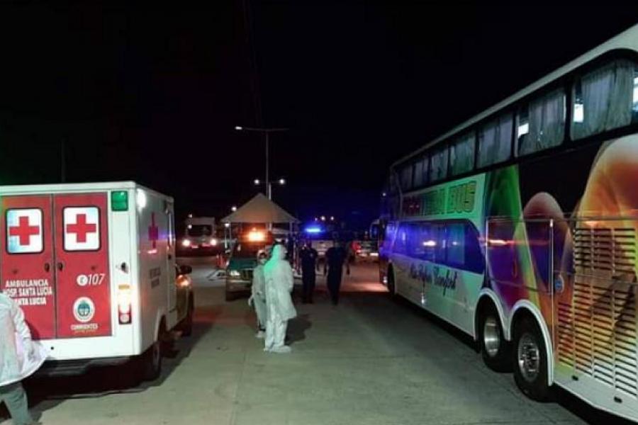 Santa Lucía: Volvió un micro con varios chicos contagiados de Covid tras viaje de egresados