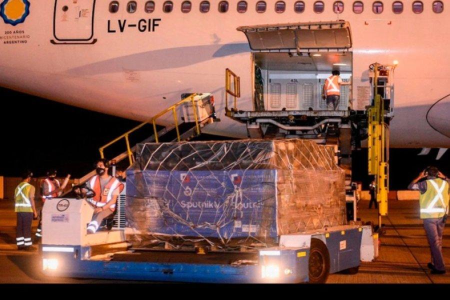 Aterrizó el avión con 732 mil vacunas Sputnik y Argentina ya superó las 4 millones de dosis