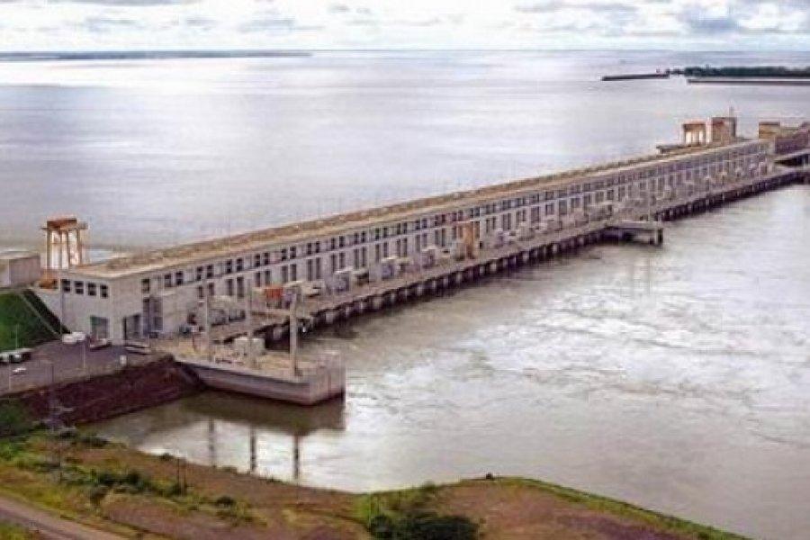 Yacyretá construye el último tramo de la defensa costera y el puerto