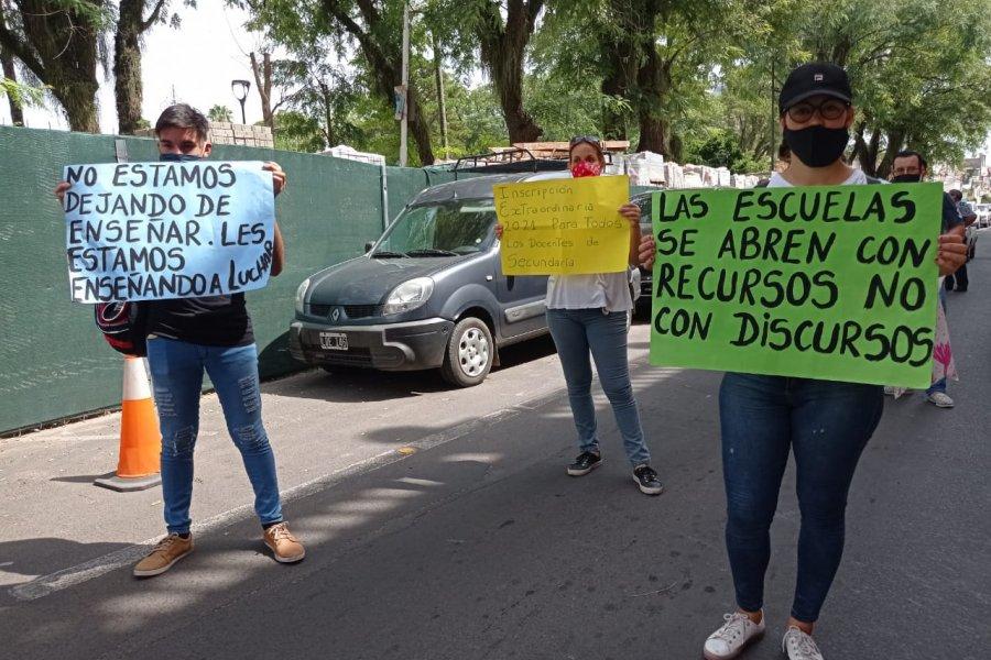 Docentes autoconvocados se manifestaron frente a Casa de Gobierno