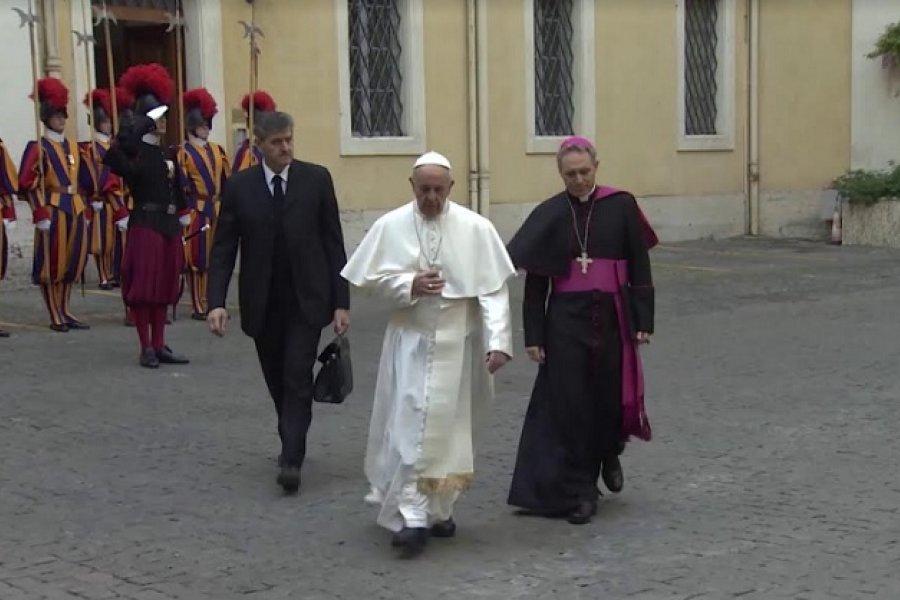 Monseñor Canecin pide acompañar al Papa en la oración