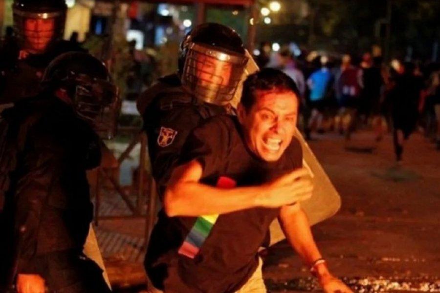 Violenta represión durante una protesta contra el manejo de la pandemia en Paraguay