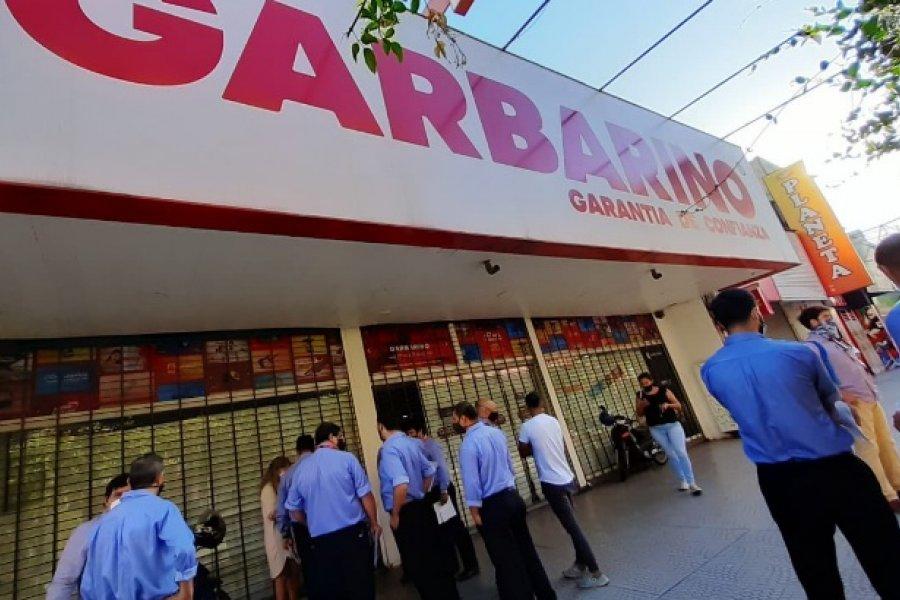 Corrientes: Protesta de los empleados de Garbarino por la pérdida de la fuente laboral