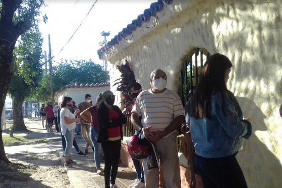 Extensas filas y espera en sede central de Anses Corrientes