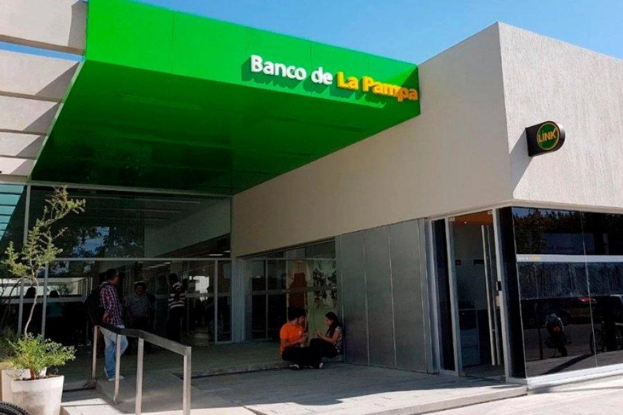 Denuncian al Banco de La Pampa por solicitar medidas corporales a postulantes