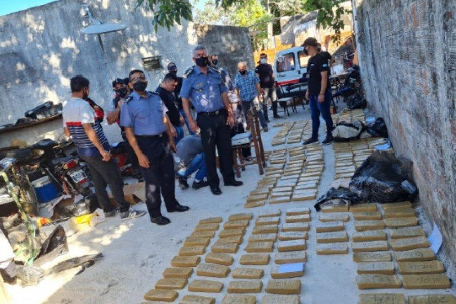 Policías investigaban un robo y hallaron casi 300 kilos de droga