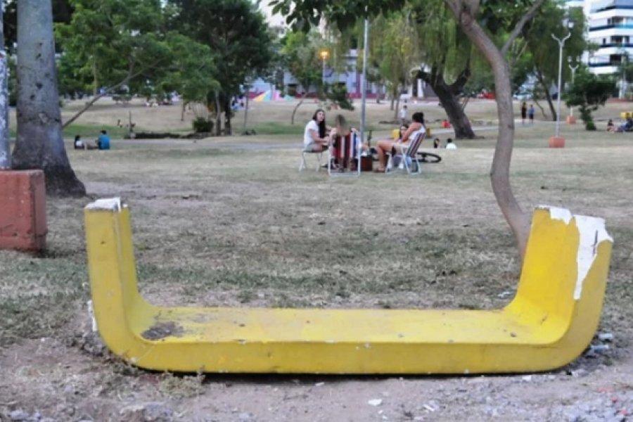 Parque Cambá Cuá: Hombres rompieron los bancos de cemento