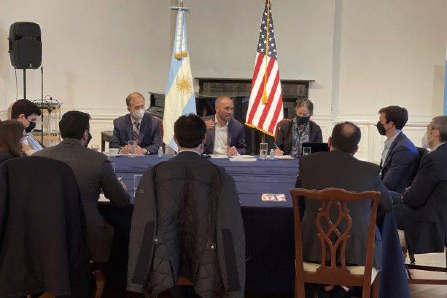 Guzmán se reunió en Nueva York con varios fondos que participaron del canje de deuda