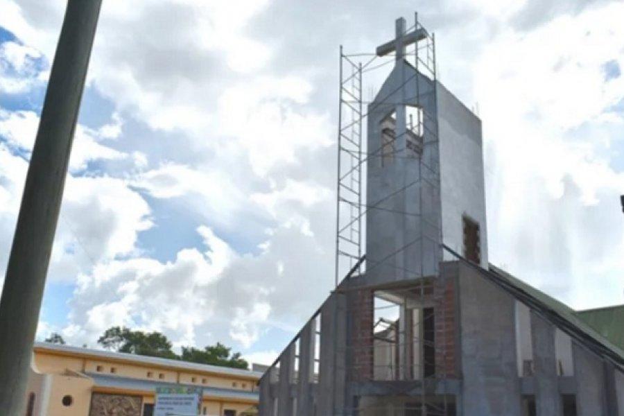 Construyen una nueva fachada y un campanario en la iglesia