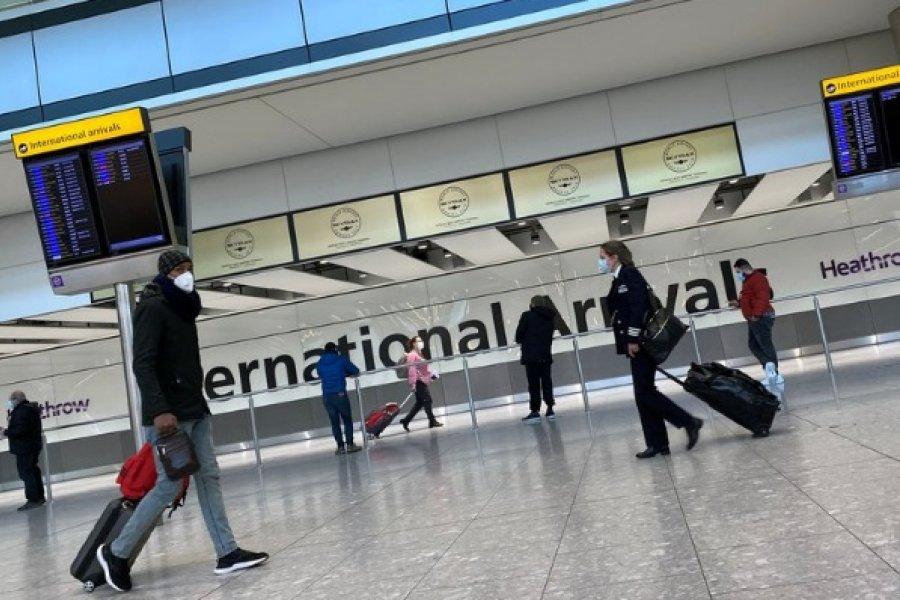 El Reino Unido prohibió las vacaciones en el extranjero y multará con 5.000 libras a quienes lo intenten